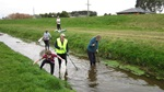 South Alive volunteers cleaning up Kingswell Creek, Invercargill